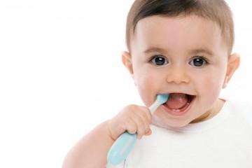 Phòng sâu răng sớm bằng cách chăm sóc vệ sinh răng miệng cho bé