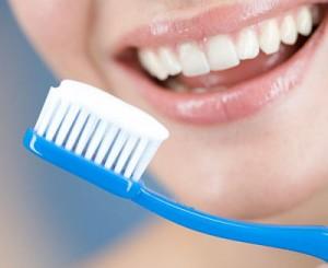 Cách chọn kem đánh răng cho răng sứ chứa flour