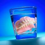 Chăm sóc hàm răng giả tháo lắp như thế nào?