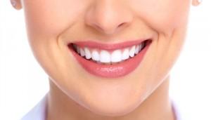 Làm răng sứ có bị ê buốt không