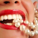 """Sự thật """"Răng sứ có nhai được đồ ăn cứng không?"""""""