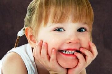 Những điều cần lưu ý khi chăm sóc bé mọc răng hàm