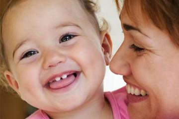 Phải làm gì khi trẻ mọc răng?