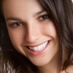 Về lâu răng sứ có giữ được màu sắc như mới không?