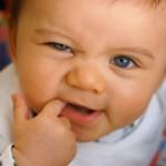 Trẻ sốt mọc răng – dấu hiệu, thời gian và cách chăm sóc