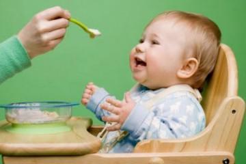 Trẻ sốt mọc răng nên ăn gì?