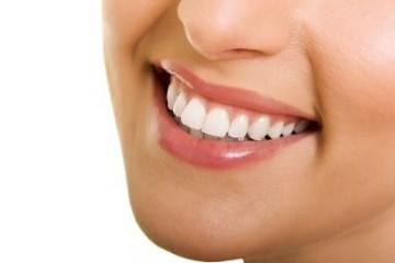 """Sự thật """"Làm răng sứ kim loại có đau không?"""""""