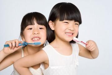 Chia sẻ kinh nghiệm dạy bé tập đánh răng