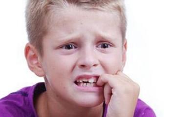 Răng sữa của trẻ bị mòn gần hết phải xử lí thế nào?