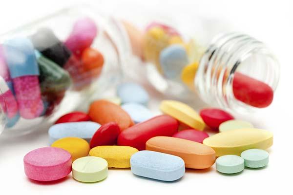 Mọc răng khôn uống thuốc kháng sinh để giảm đau