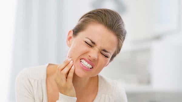 Nhức răng sưng má và cách điều trị hiệu quả