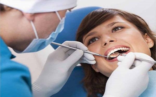 răng khôn mọc lệch có nên nhổ