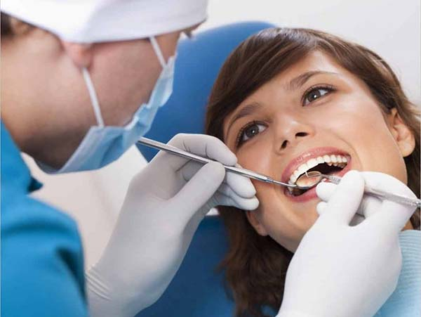 Cách chữa trị ê buốt răng cửa hàm dưới