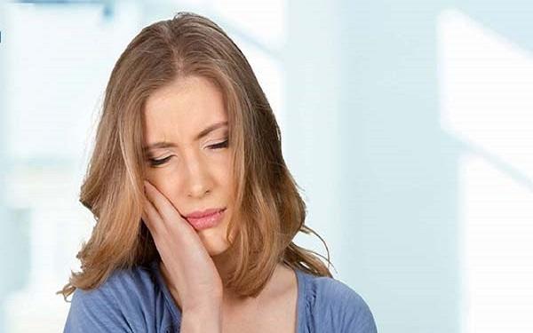 ê buốt răng hàm do đâu? cách chữa trị ê buốt răng hàm