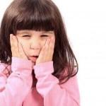 Nguyên nhân chính khiến bé bị nhiệt và lở loét miệng lưỡi