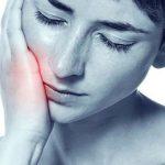 Răng khôn hàm trên mọc lệch đâm vào má phải làm sao?